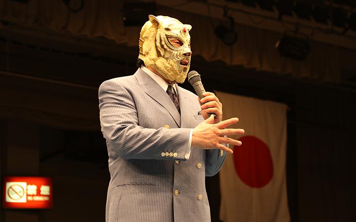 元気な姿を披露する初代タイガーマスクその2